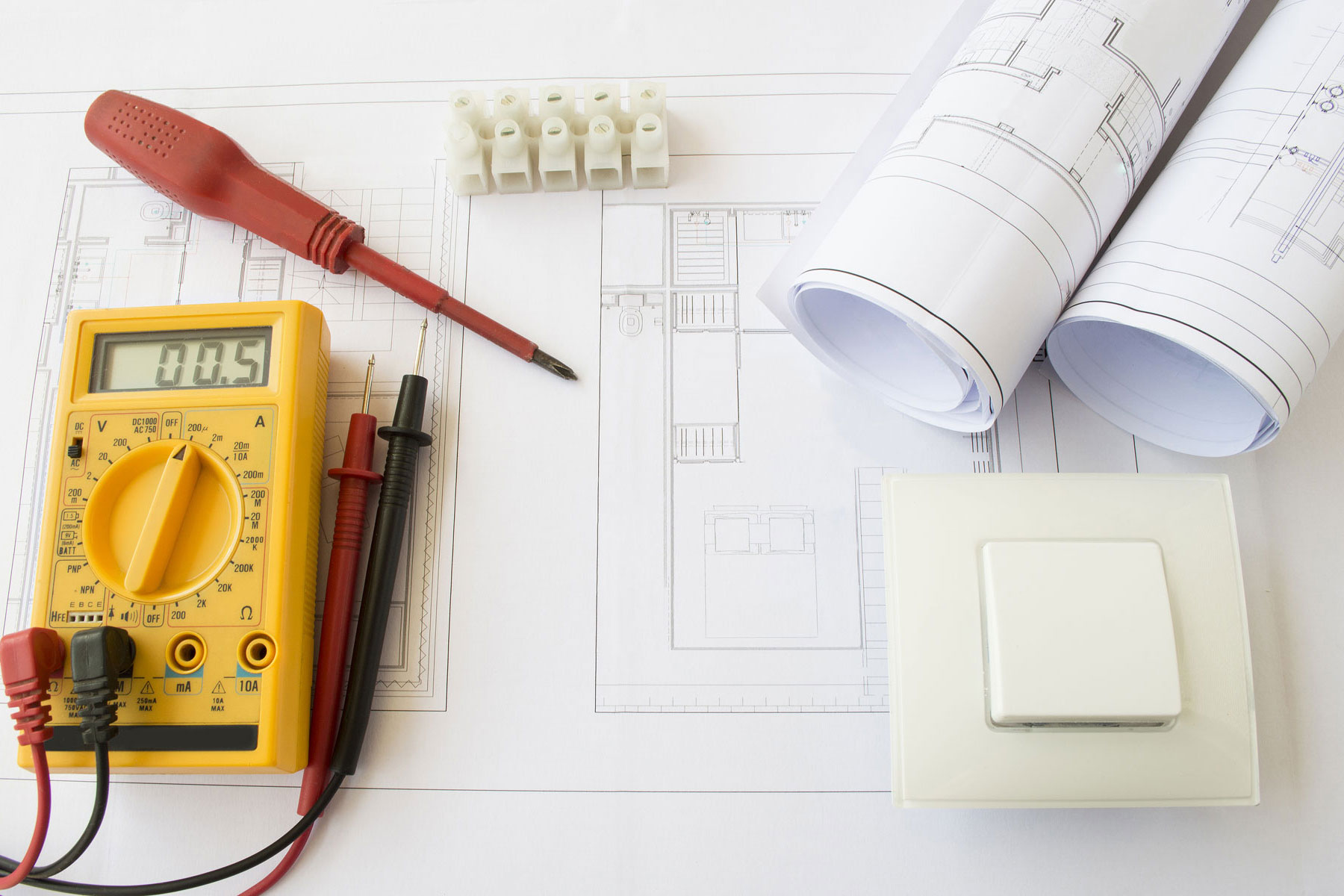 Tous types de travaux, rénovations & installations électriques